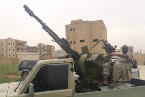 Taymullah achter een luchtafweerkanon in Raqqa.