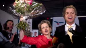 Geert Wilders viert in 2011 de provinciale verkiezingsoverwinning, samen met de inmiddels afgesplitste Laurence Stassen.