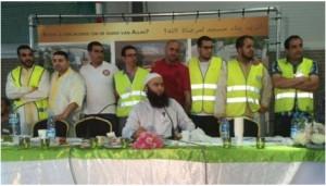 Khalid Tatou (tweede van links) tijdens een inzamelingsactie voor de Goudse moskee, geleid door prediker Tarik Chadlioui.