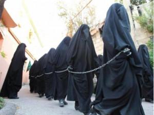 Geen slavinnen van ISIS, maar een religieuze processie in Libanon.