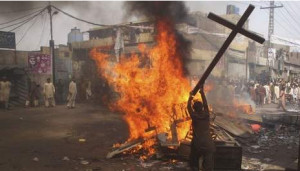 Geen brandstapel in Mosul, maar een anti-christelijke pogrom in Pakistan.