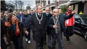 Burgemeester Van der Laan bij een door Amsterdamse moskeeën en synagogen georganiseerd protest tegen de terreuraanslagen.