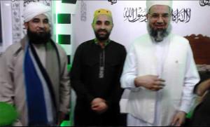 Raza Saqib Mustafai (links) op bezoek in Rotterdam. Rechts Hussain Shah, de hoofdimam van de Ghausia moskee.