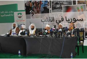 Abdul Mohsin al-Mutairi (uiterst links) in juni 2013 op de jihadconferentie in Caïro. Derde van rechts Yusuf al-Qaradawi.